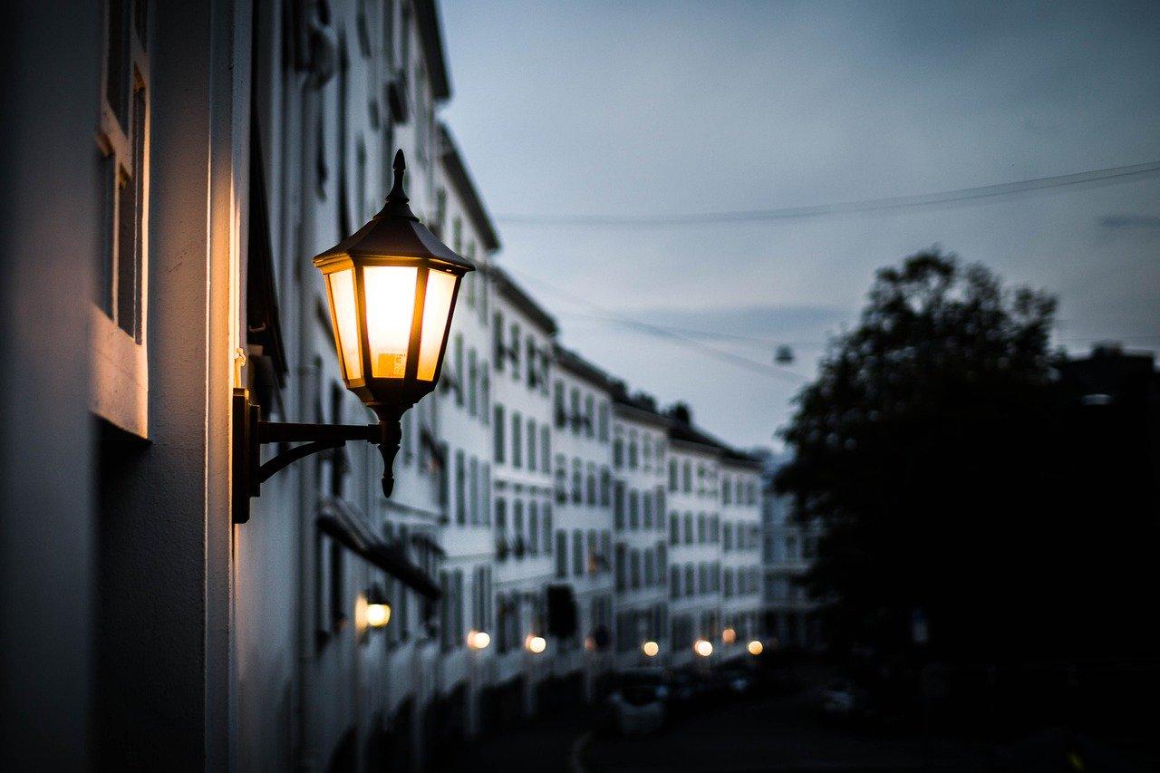 lampione acceso