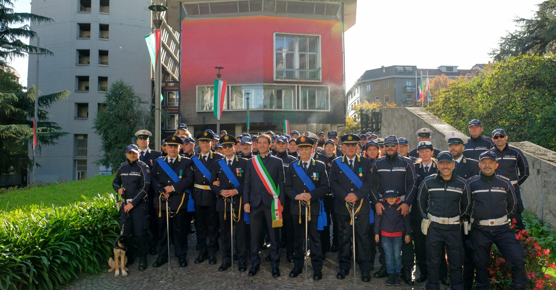 Il Sindaco Roberto Di Stefano e gli agenti di Polizia Locale