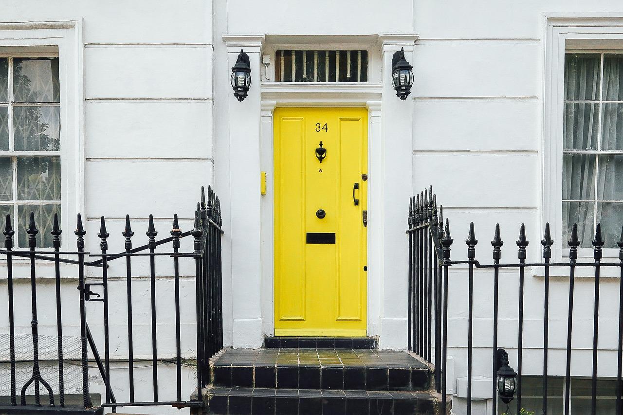 casa domicilio porta gialla