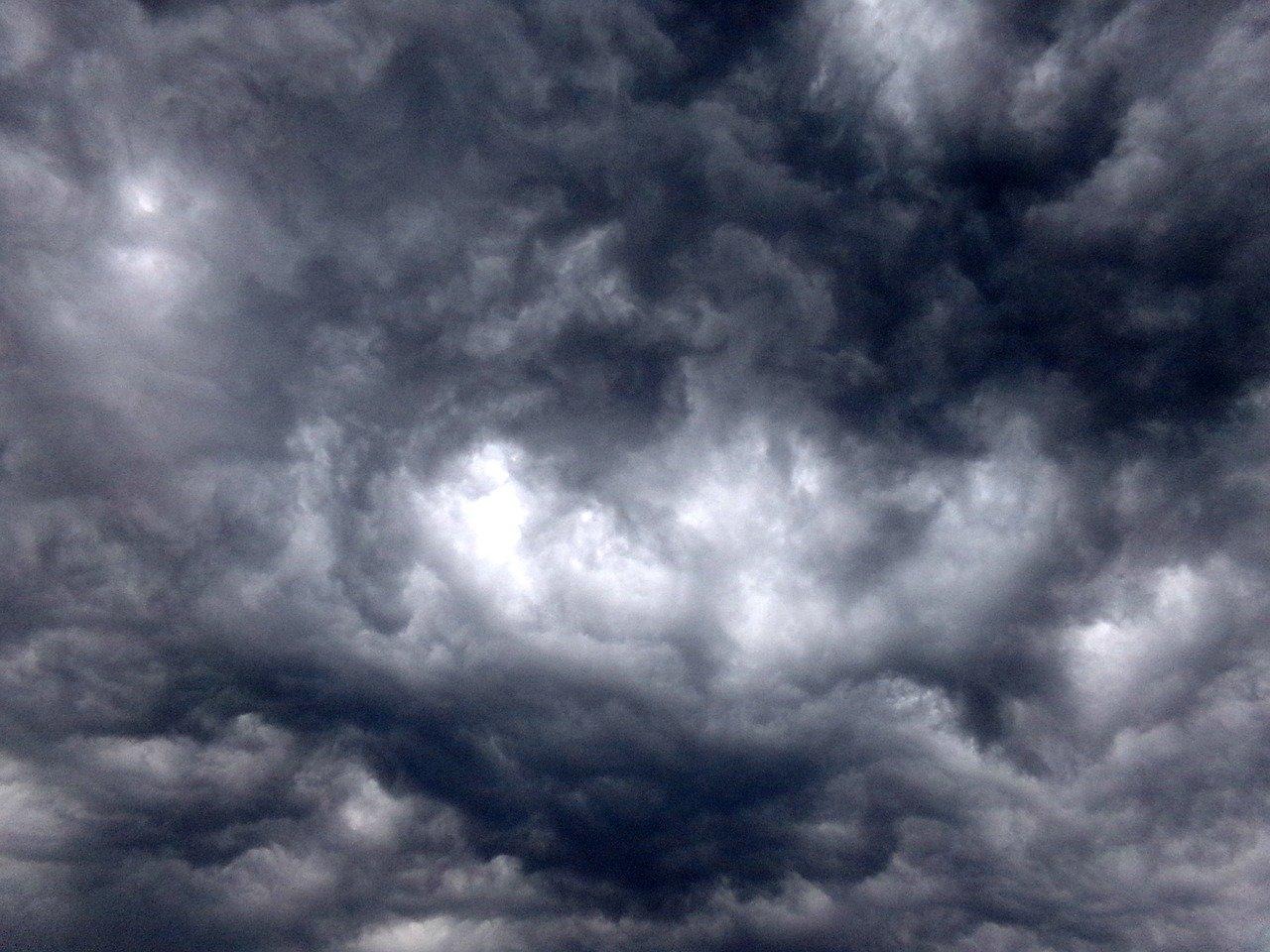 nuvole in tempresta