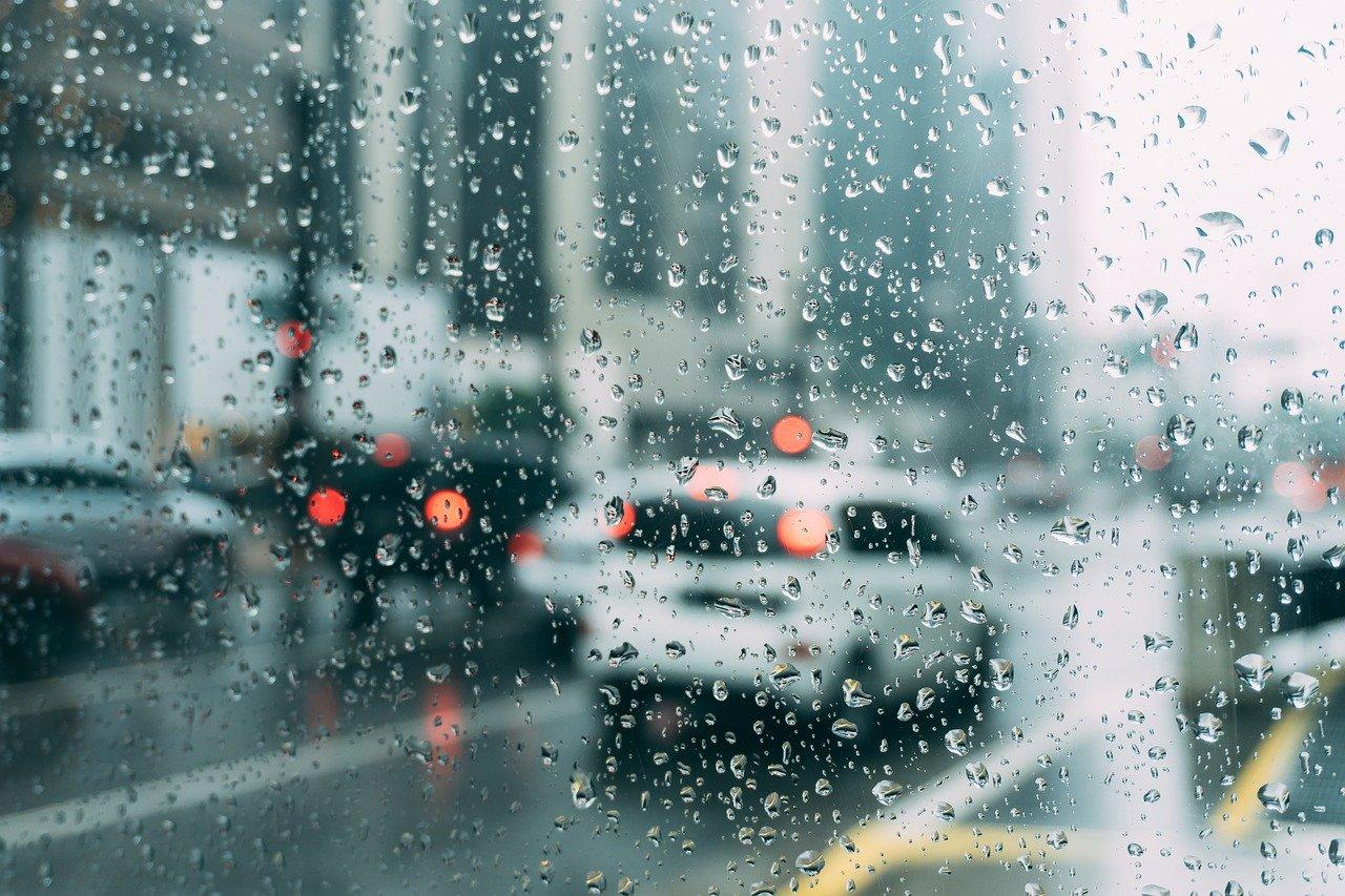 traffico auto pioggia