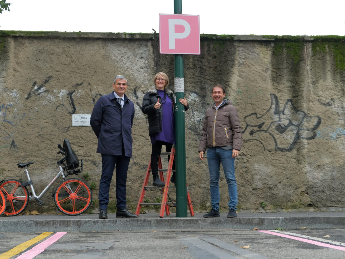 Parcheggi rosa via Oriani