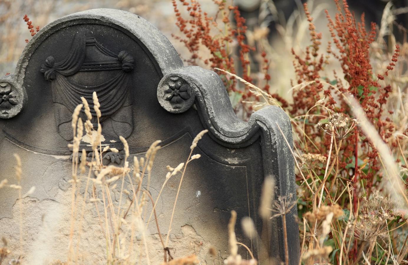 Cimiteri, azzerate le tariffe per il deposito salme fino a un mese
