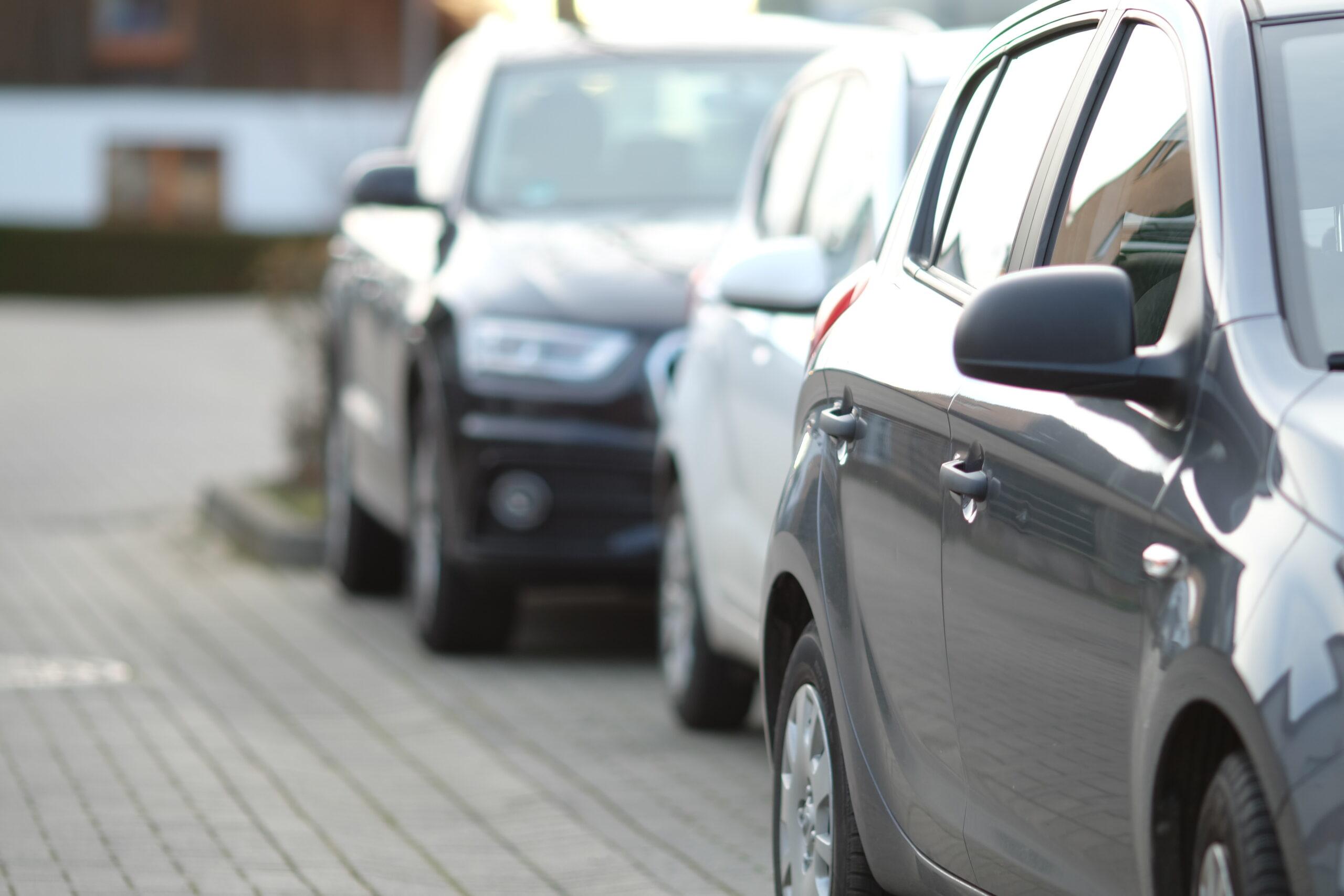 Parcheggi Villaggio Falck: niente divieto di sosta negli orari del lavaggio strada