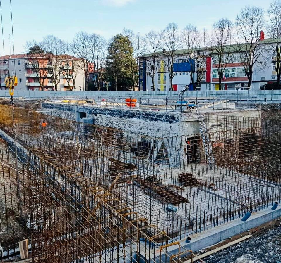 Nuovo lido estivo, in corso la costruzione dei muri degli spogliatoi e della palestra
