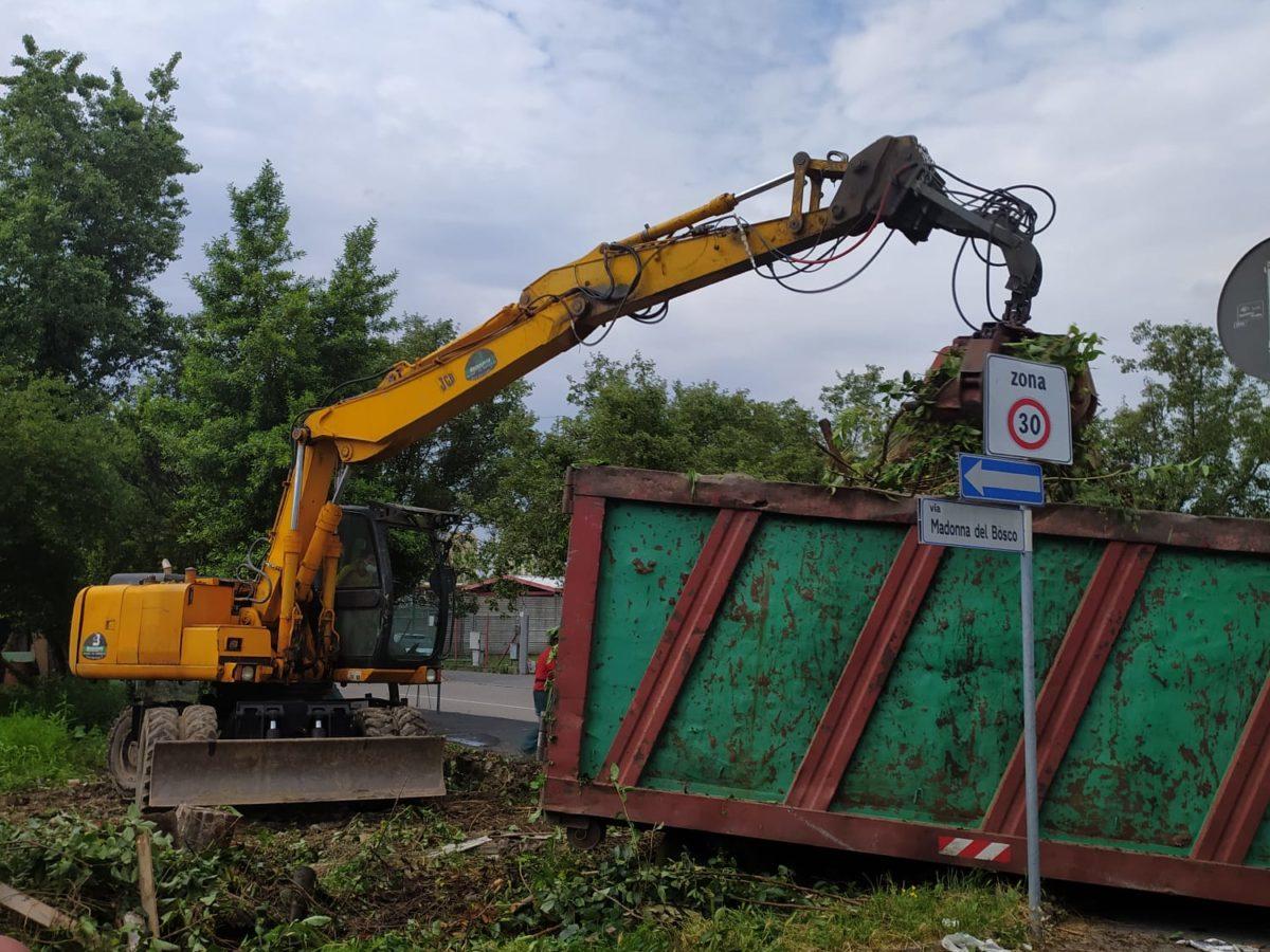 Via Madonna del Bosco, smantellati altri tre orti abusivi: l'area sarà restituita ai cittadini
