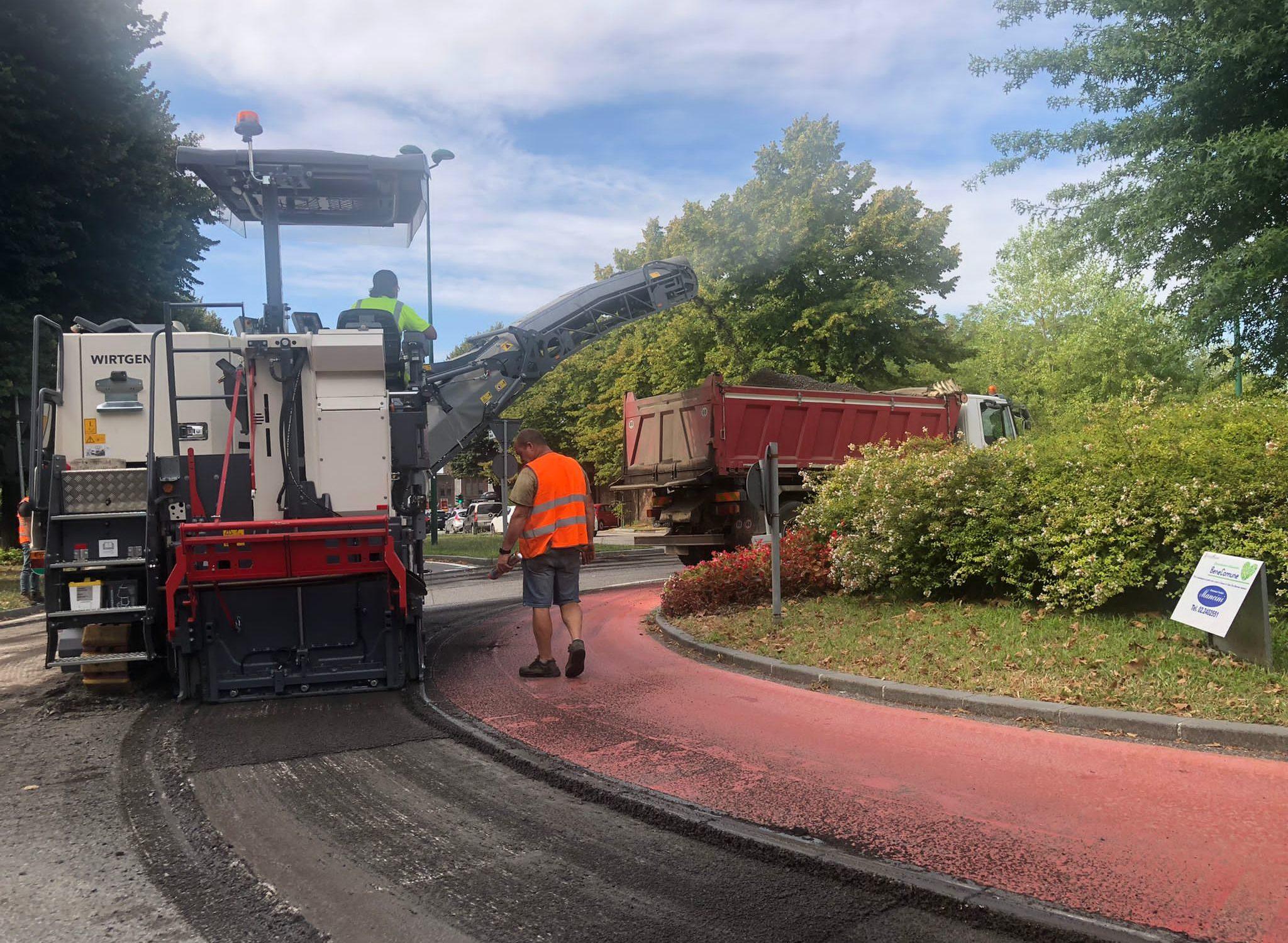 Asfaltature viale Italia agosto 2021- rotonda altezza di via Lorenzi