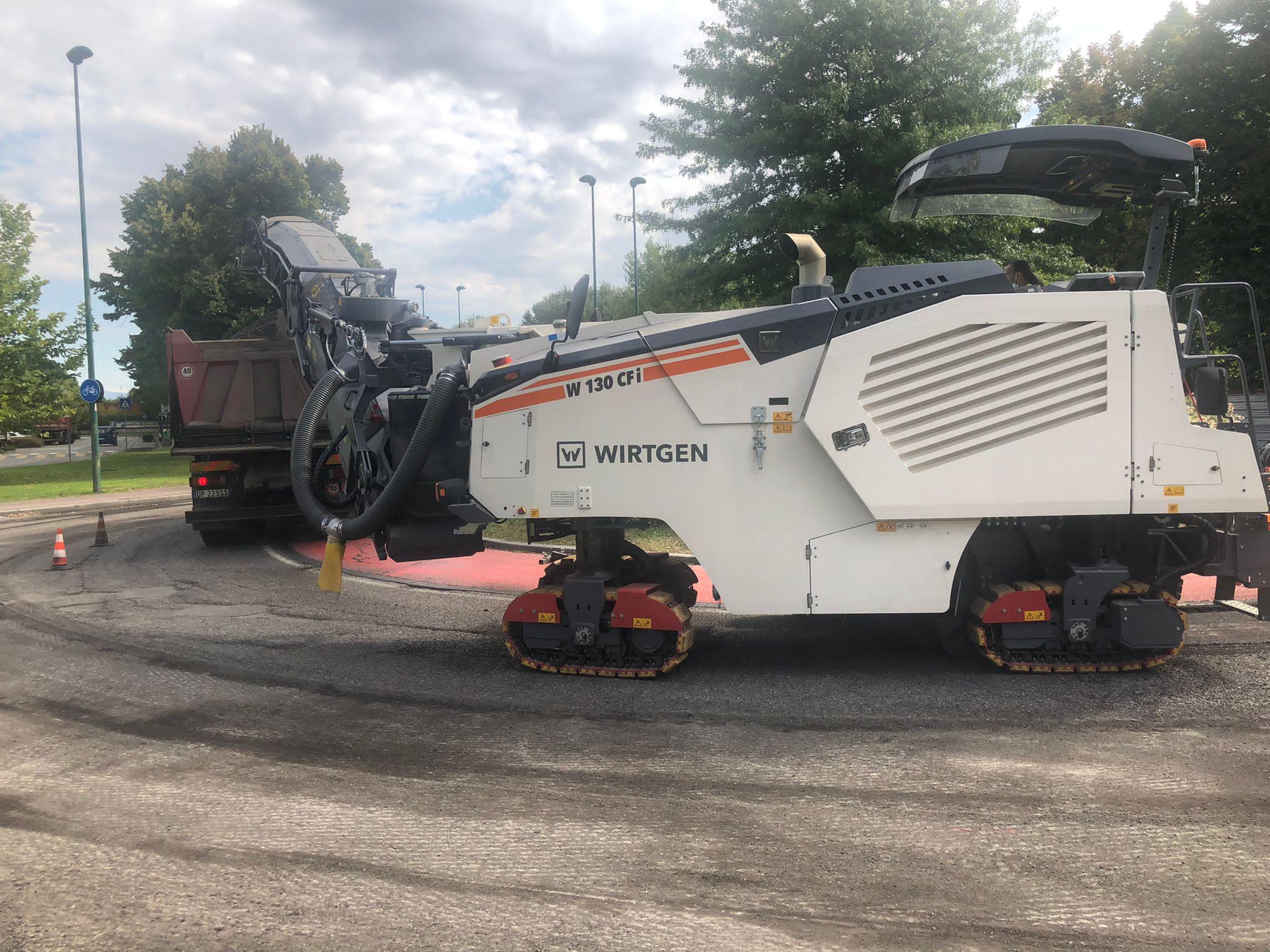 Asfaltature viale Italia agosto 2021 - rotonda altezza di via Lorenzi
